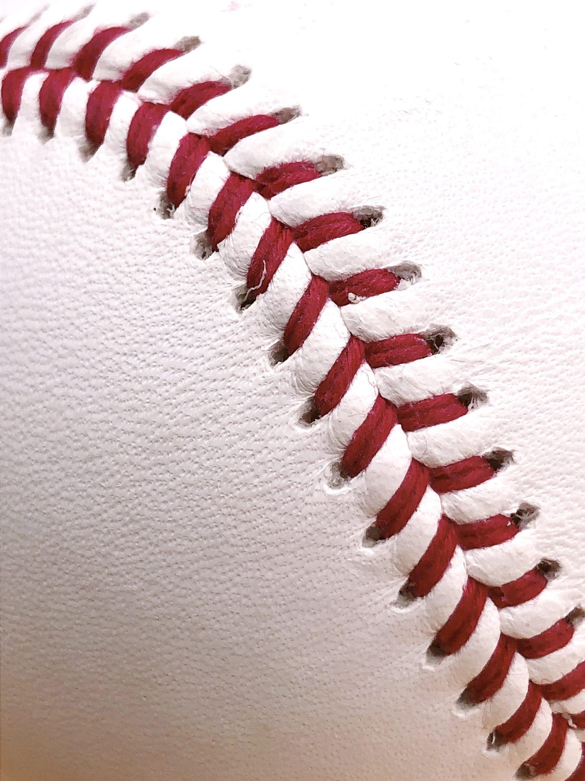 野球の硬式球の赤い縫い目